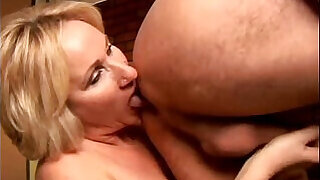 Sexy cougar loves to give a sloppy rimjob at xxx sexy porn
