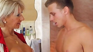 6:00: European cougar screwed in bathroom