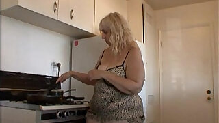 6:00: Cooking with your ugly aunt Rosa