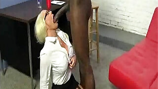 5:00: Big Black Bull for Hot Blonde Cougar