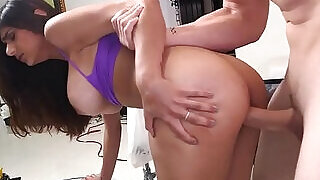 5:00: Arab doxies discover the blowjob