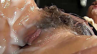 10:00: Glam hottie gets creamed