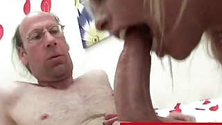 6:00: Britney Amber shares her candy with old man